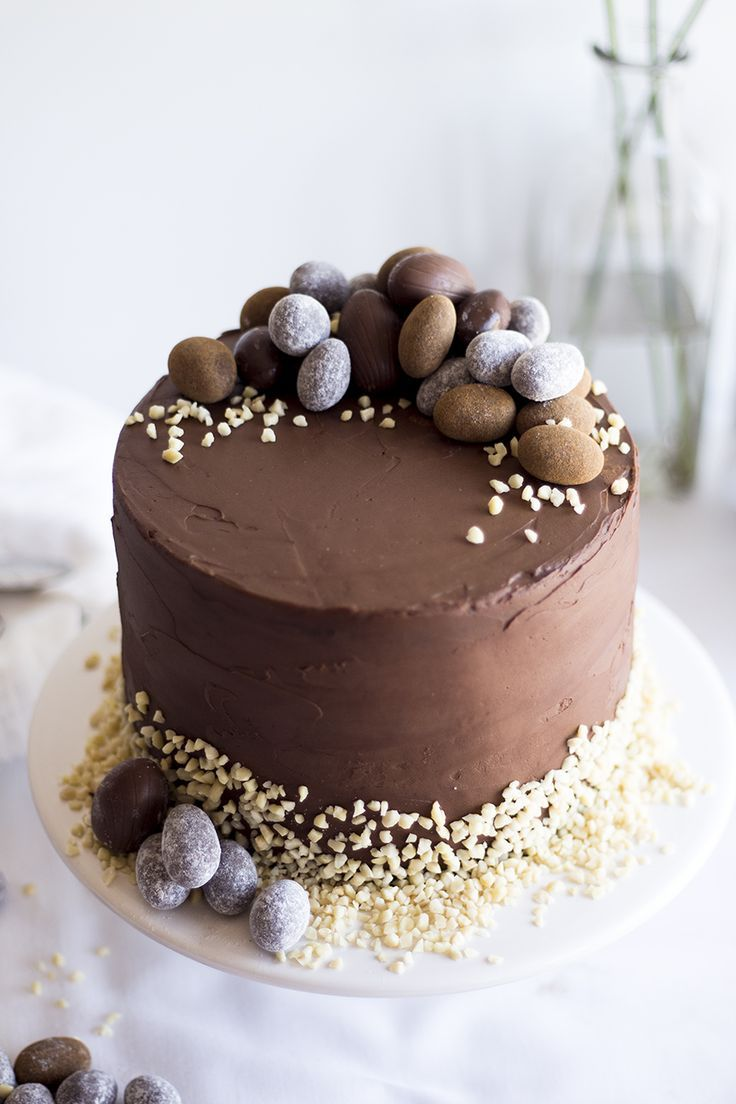 Chocolate easter cake migalha doce easter chocolate for Chocolat decoration