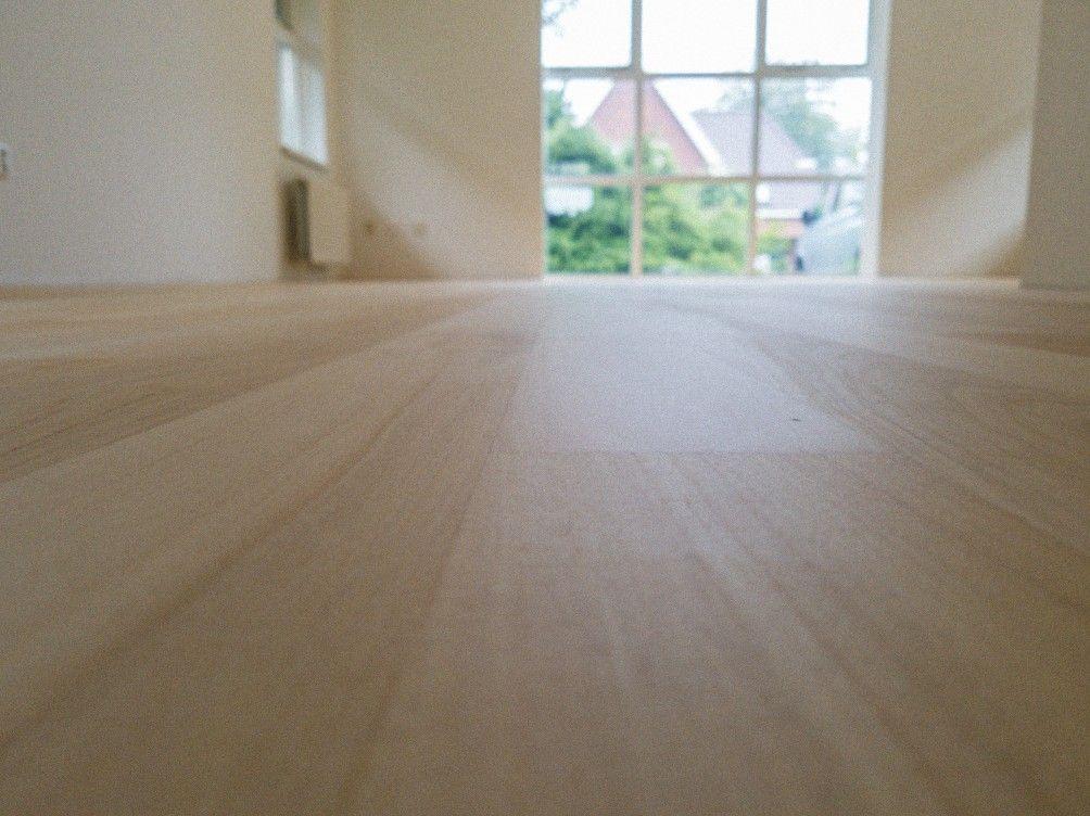 Ivoorhout in optima forma gelakt met speciale lak houten vloer