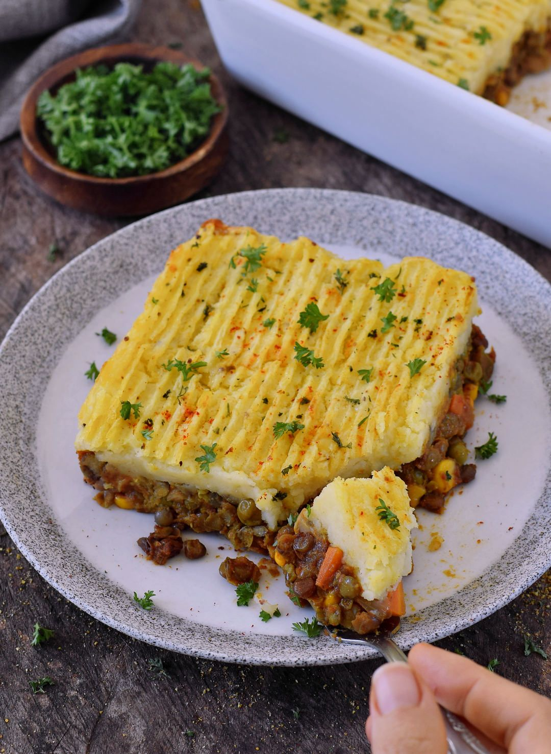 Hearty Vegan Shepherd S Pie Without Lamb Made With Lentils And Veggies This Comfort Dish Is Easy To Make Raw Food Recipes Vegan Shepherds Pie Vegan Dishes