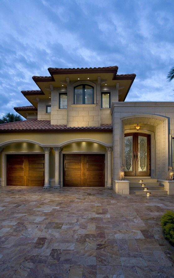 Mediterranean Home Like The Columns And Arches In Front Of
