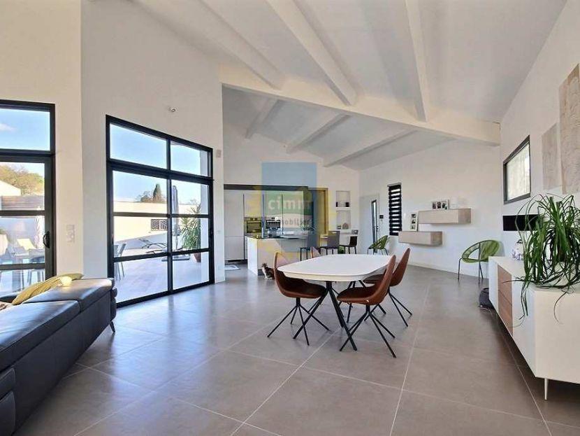 vente villa contemporaine 3 pi ces deux suites parentales s jour cath drale piscine. Black Bedroom Furniture Sets. Home Design Ideas