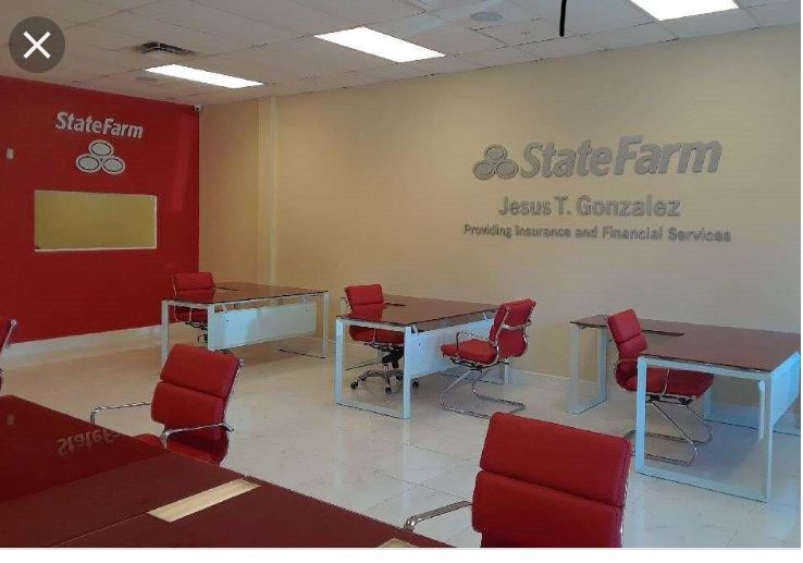 This Insurance Office Is Laid Out In A Very Casual Way It Feels As If Making A Claim Would Be Business Office Decor State Farm Office Office Interior Design