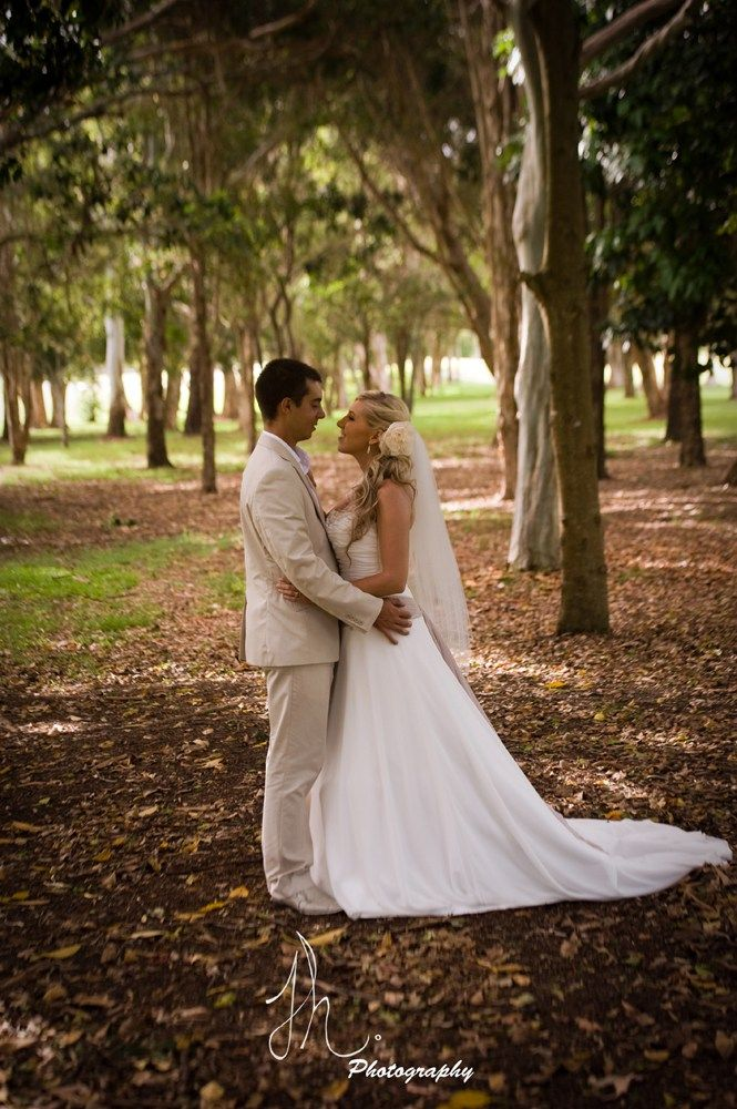 Planning an intimate country wedding in Gold