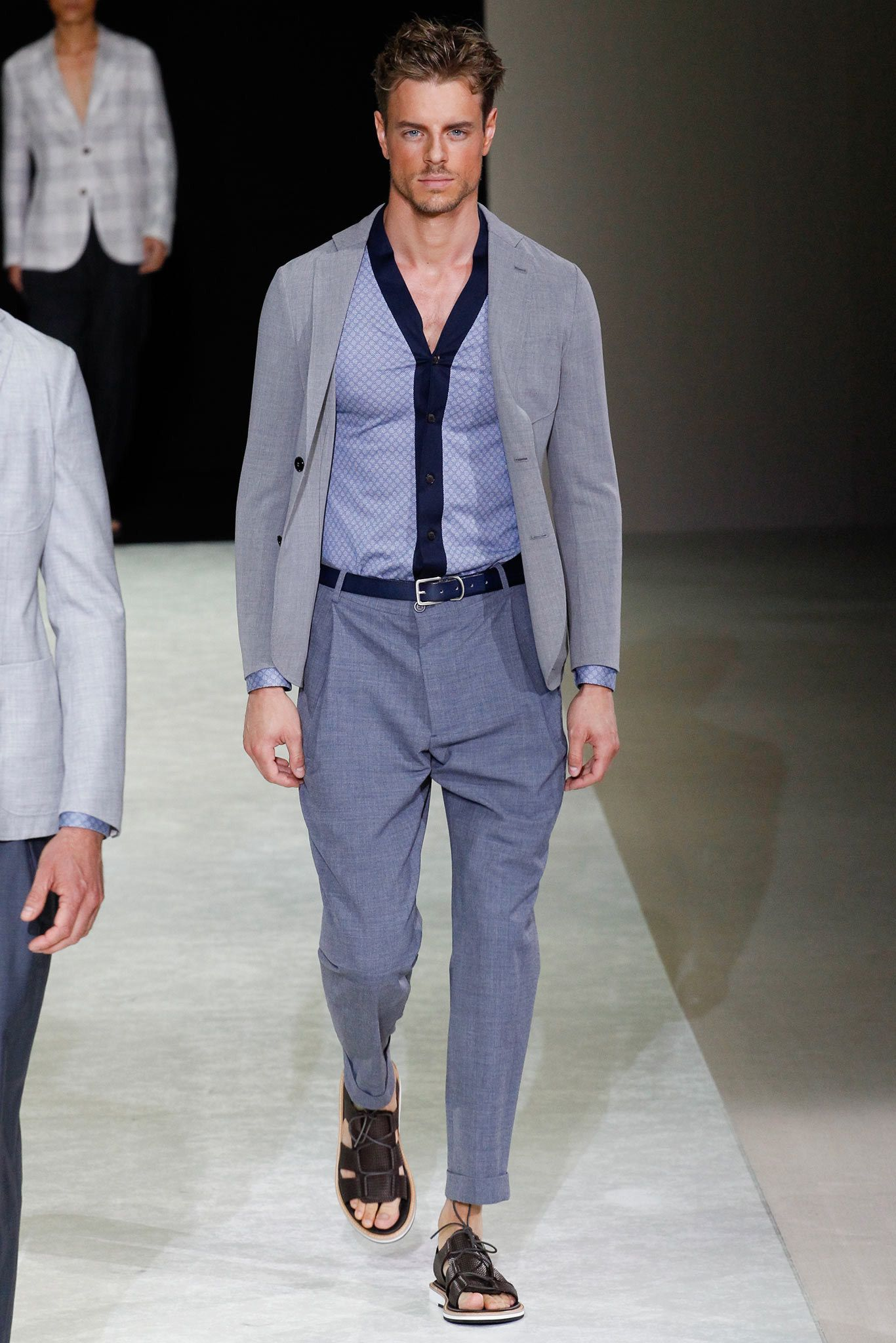 d483d3b86c9 Giorgio Armani Spring 2015 Menswear Fashion Show ...