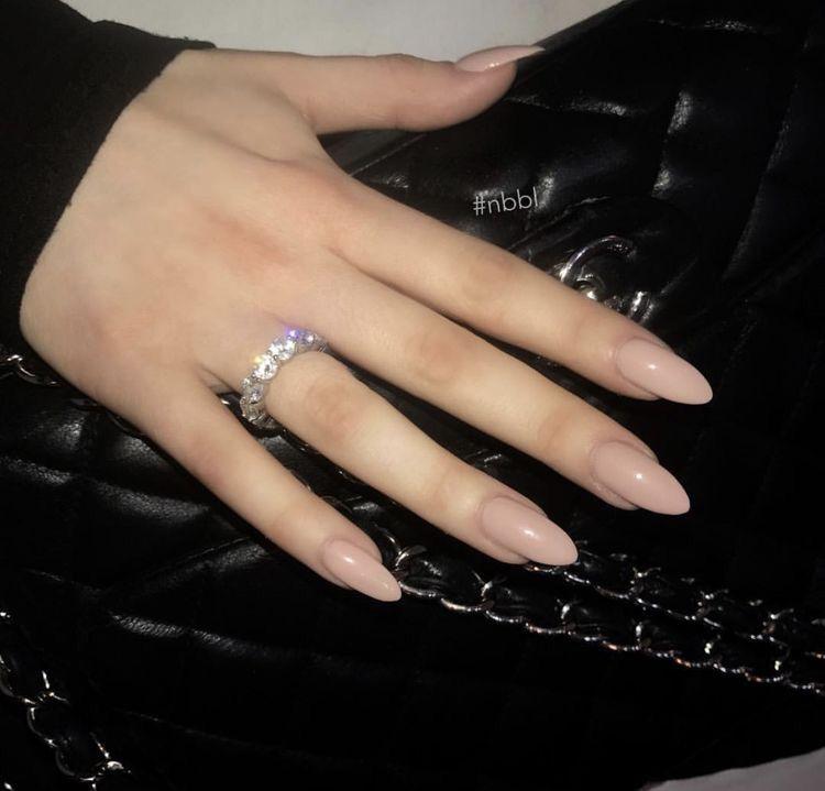 Pinterest : @ XOkikiiii | Almond acrylic nails, Almond ...