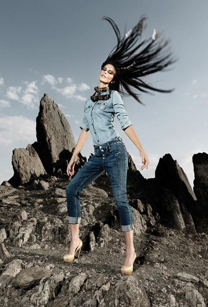 fornarina-jeans-fabulous-legs-italy-advertising-campaign-2012-spring-summer-designer-denim-jeans-fashion-t4.jpg (406×600)