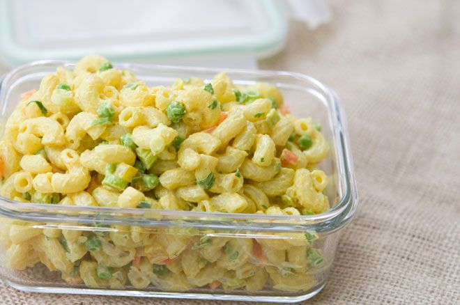 Creamy Curry Macaroni Salad - Vegan. Perfect for this weekend!
