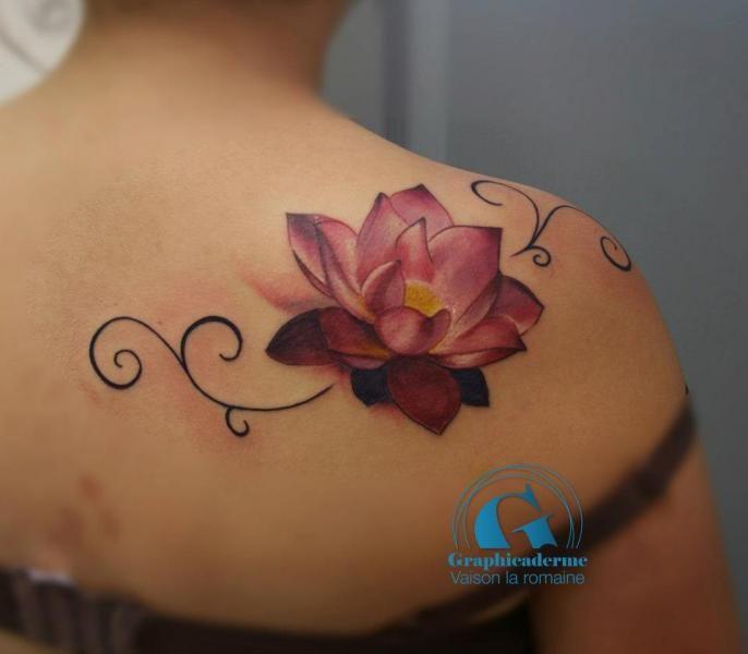 Tatouage Fleur De Lotus Arabesques Dos Couleur Realiste Vaison La