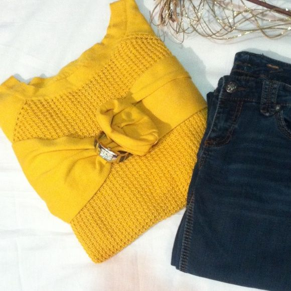 Mustard sweater This yellow mustard colored sweater is absolutely lovely. It's light weight knit on chest area and solid sleeves. Plus size 1X by New Directions weekend... Cotton/acrylic blend material. Great color ,smoke free stain free no snags. New Directions Sweaters Cardigans