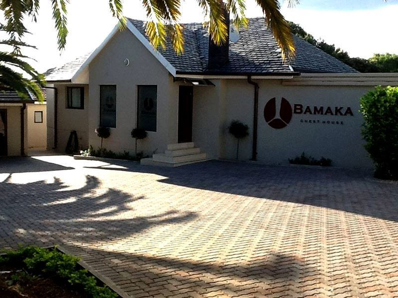 Bamaka Guesthouse - Bamaka Guesthouse is located within the leafy suburbs of Waverley and is conveniently within just 10 km from the economic hubs of Sandton, Illovo, Rosebank, and Johannesburg CBD. This guest house offers ... #weekendgetaways #johannesburg #southafrica