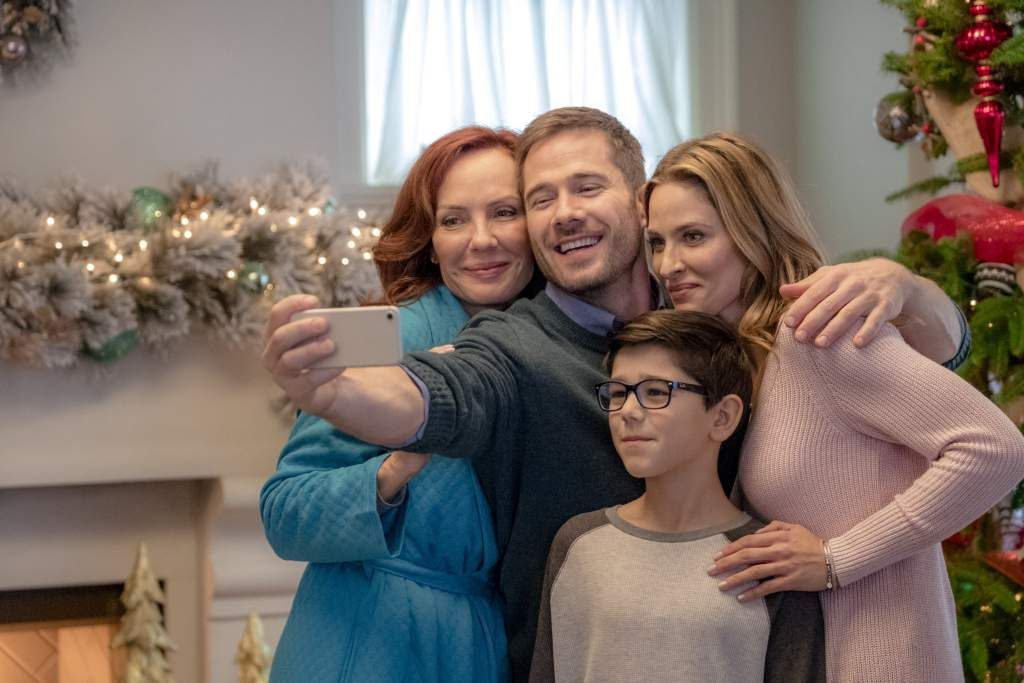 A Christmas Tree Miracle Cast.Maggie S Christmas Miracle Time Cast Photos Heavy Com