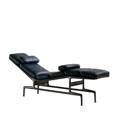 Charles ray eames chaise longue for herman miller 1968 for Chaise charles eames tissu