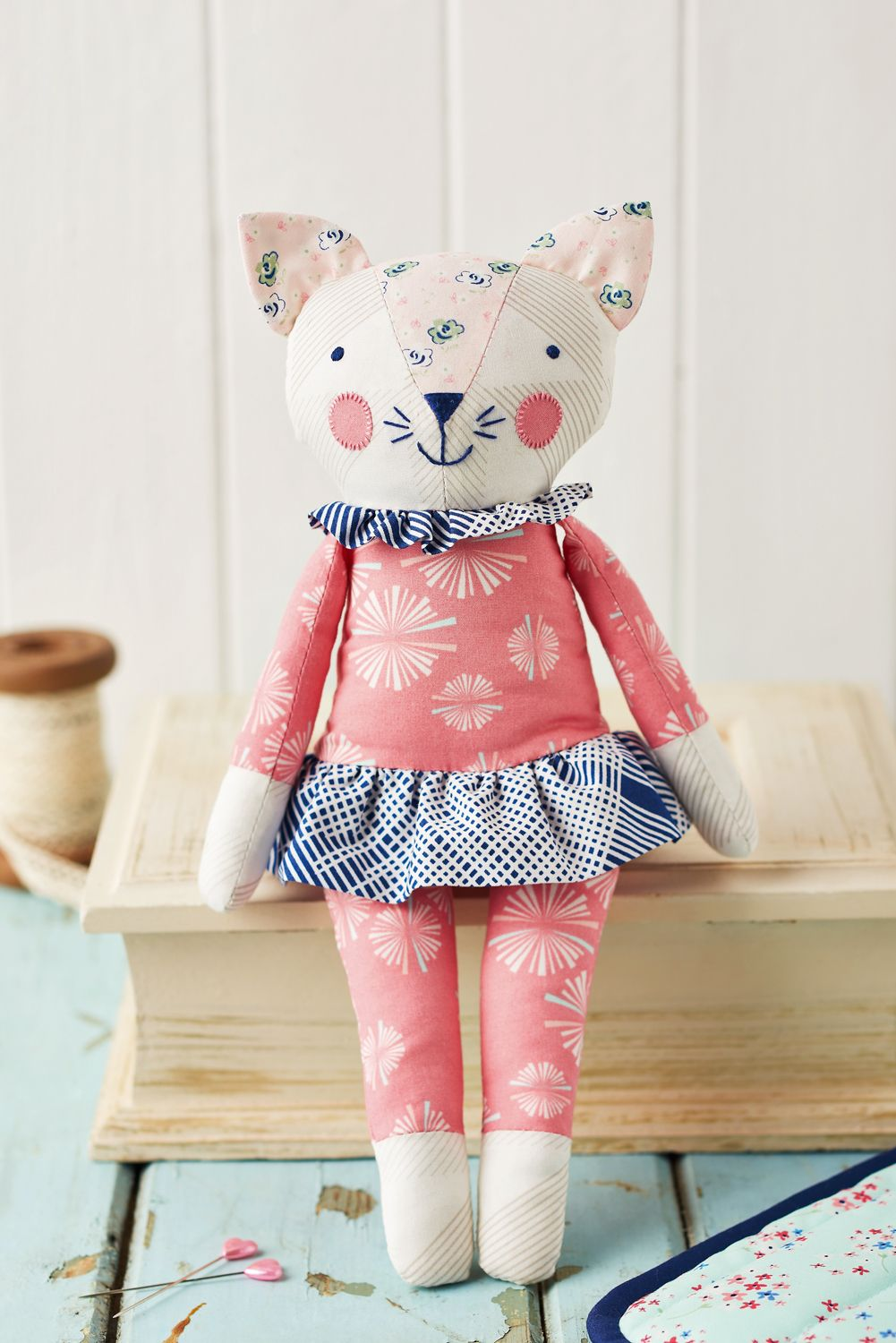 27+ Adorable Sewing Patterns for Stuffies, Plushies, Stuffed Animals and Other Handmade Felt and Fabric Toys #toydoll