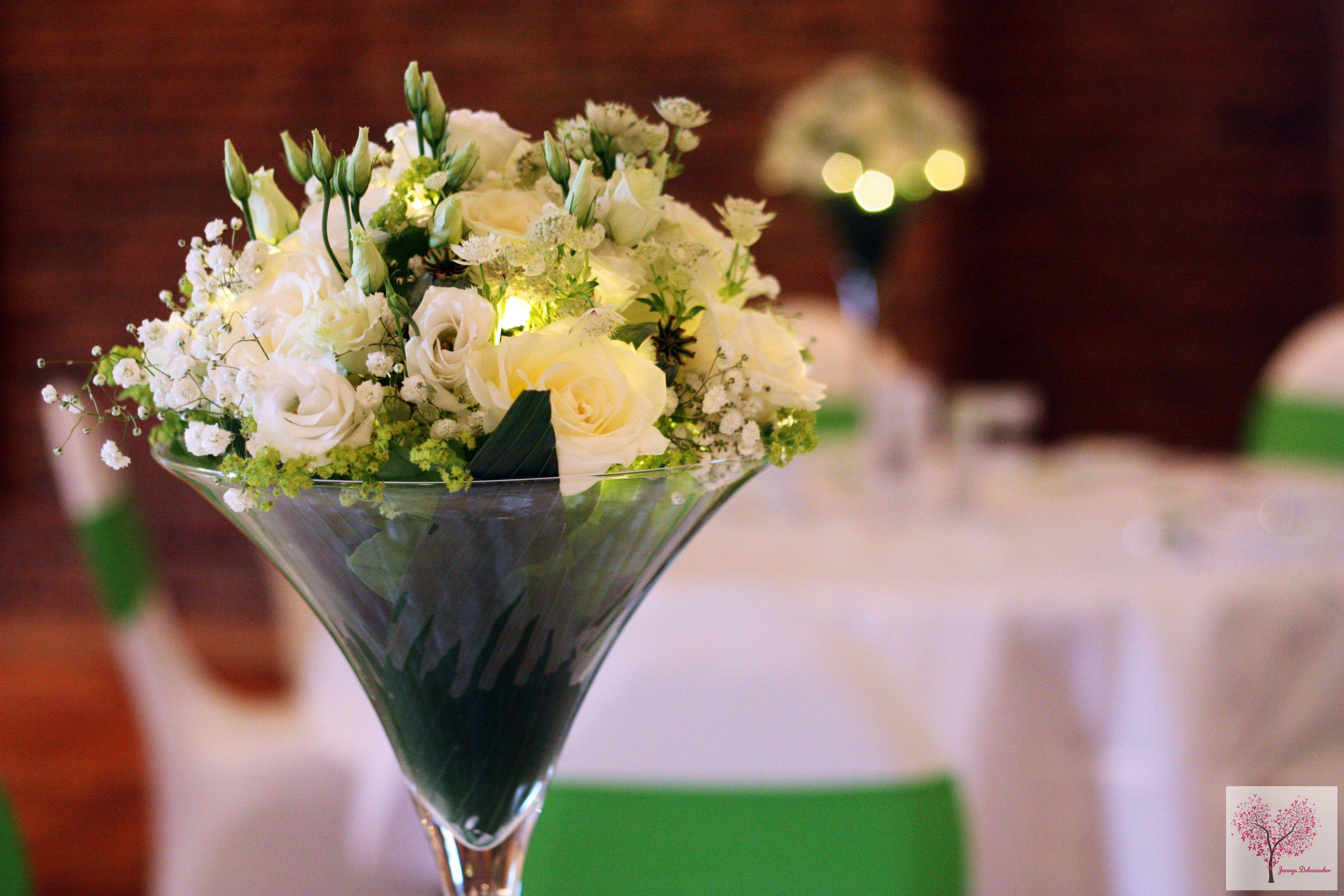 Großartig Tischdeko Blumen Hochzeit Foto Von Martiniglas Led Hochzeitsdeko Grün Weiß