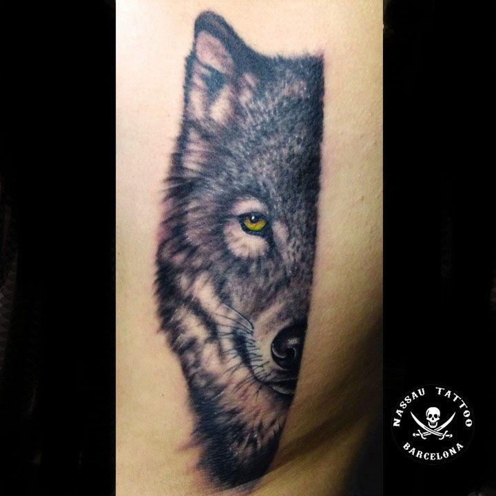 Tatuaje De Media Cara De Lobo Realista Hecho Por Cristian De Nassau