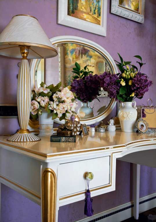 Antique-Dressing-Table-with-Flower-Decoration.jpg (538×768)