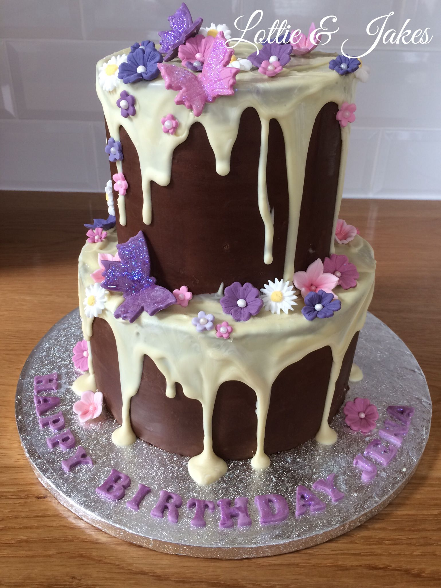 Amazing drip cake with butterflies and flowers 🌸 (With