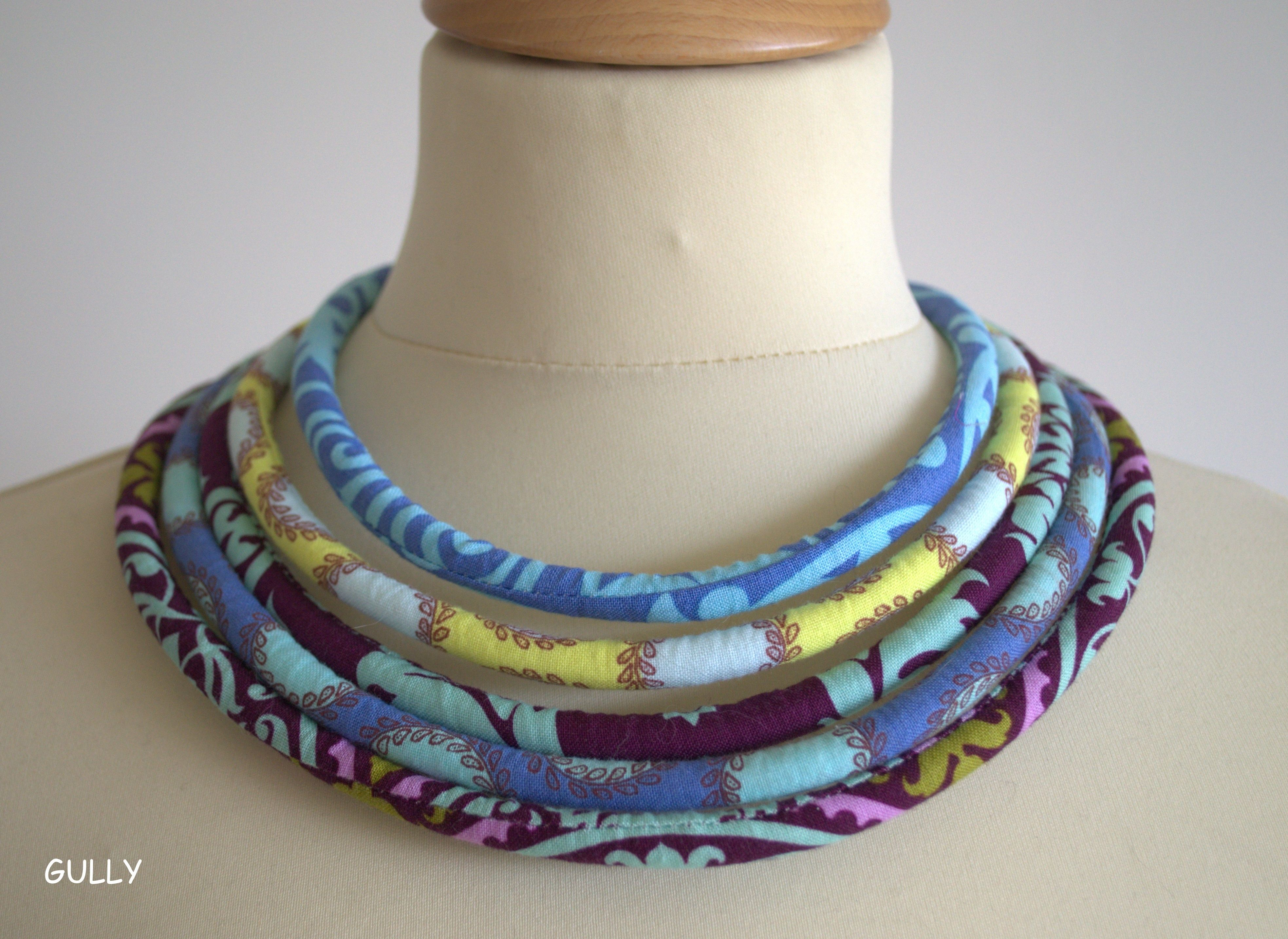 collier tissus liberty ras de cou 5 tours mod le unique fait main par gully bijoux textiles. Black Bedroom Furniture Sets. Home Design Ideas