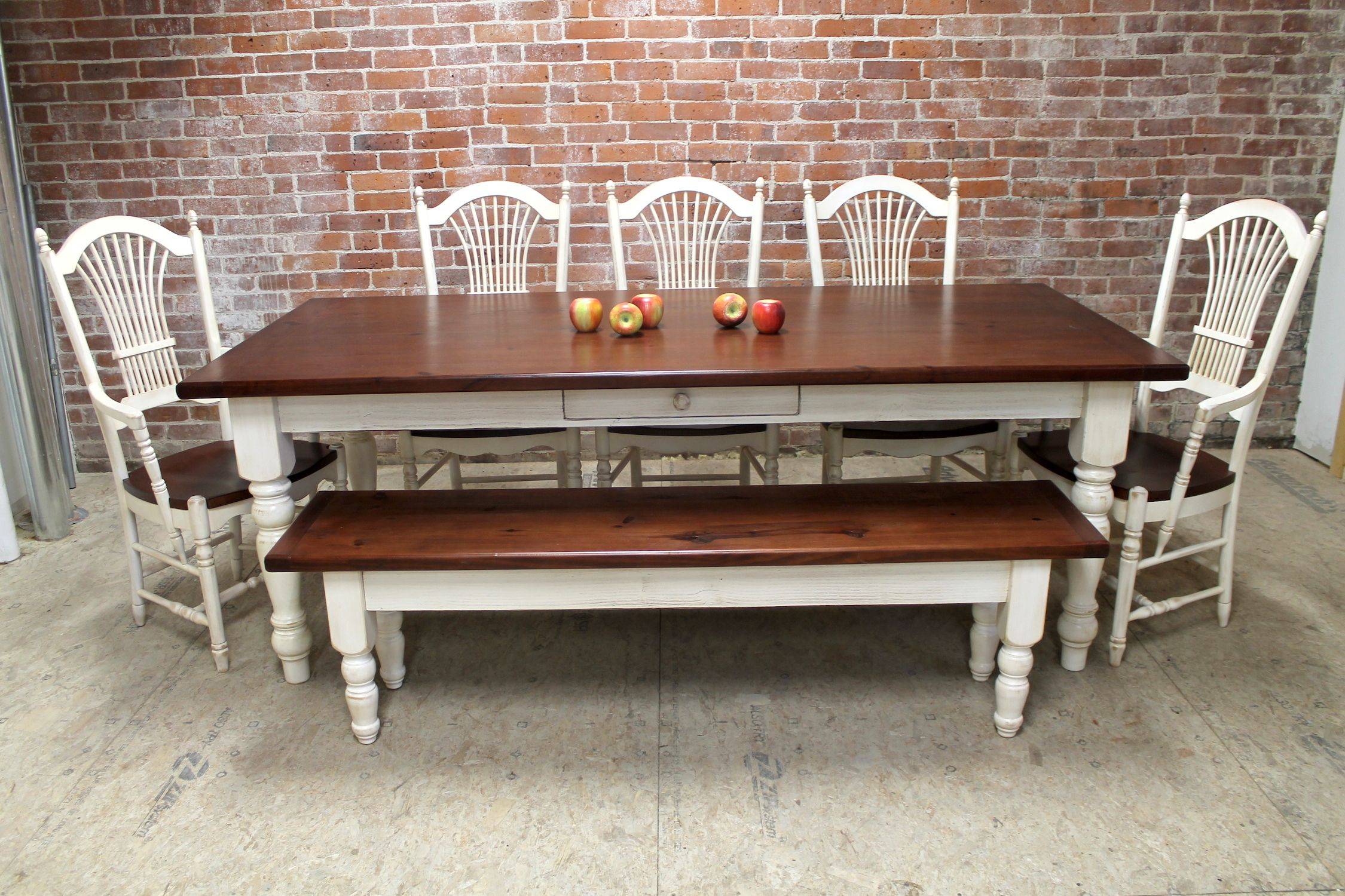Classic Farmhouse Table With Fan Chairs Berdine