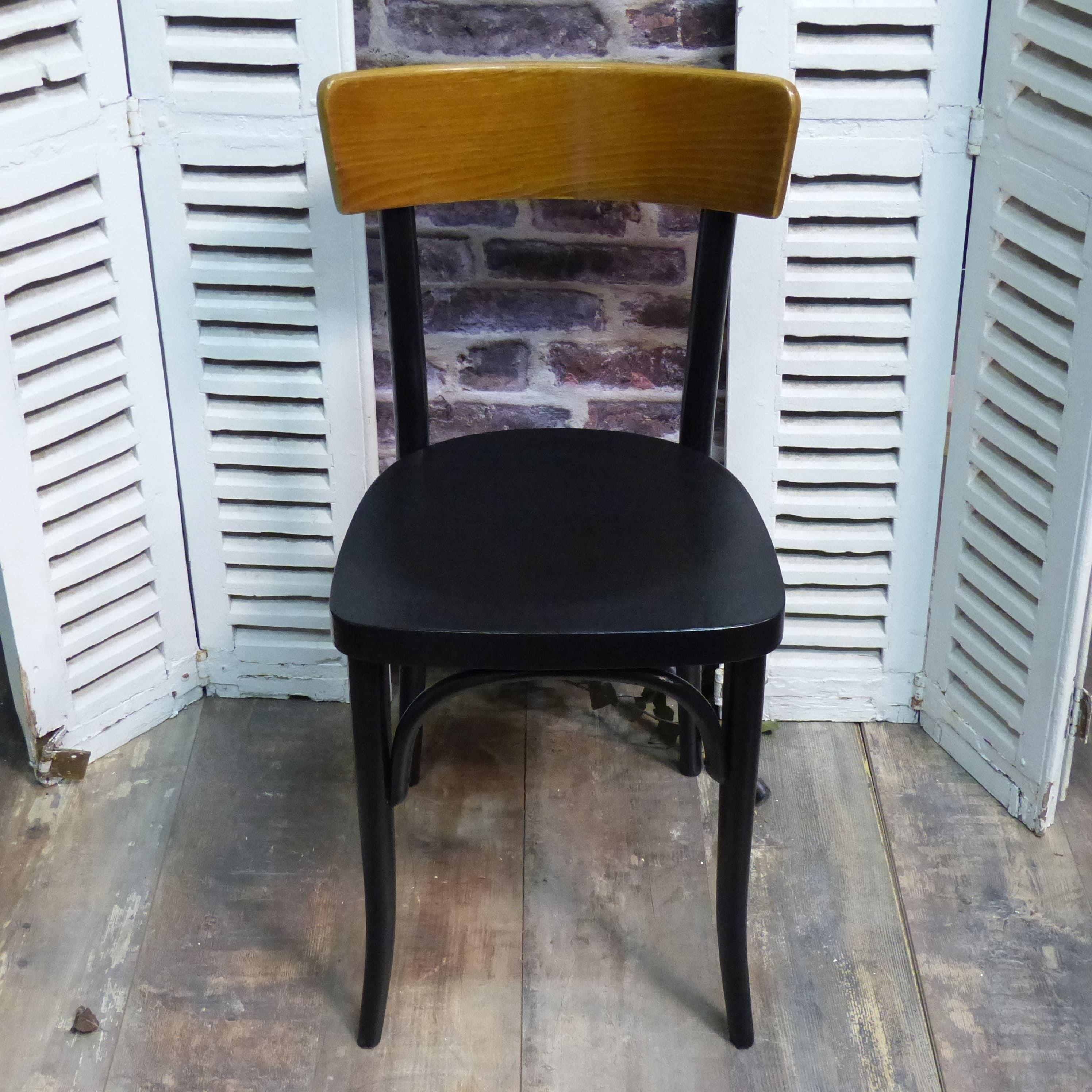 Chaise bistrot estampillée THONET bois naturel et noire en tr¨s bon