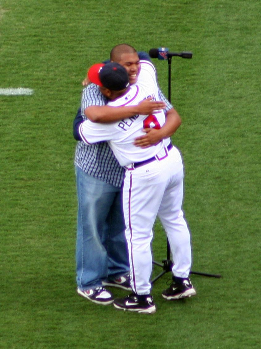 Terry Pendleton Hugging His Son After His Son Sang The National Anthem Terry Pendleton Atlanta Braves Singing The National Anthem