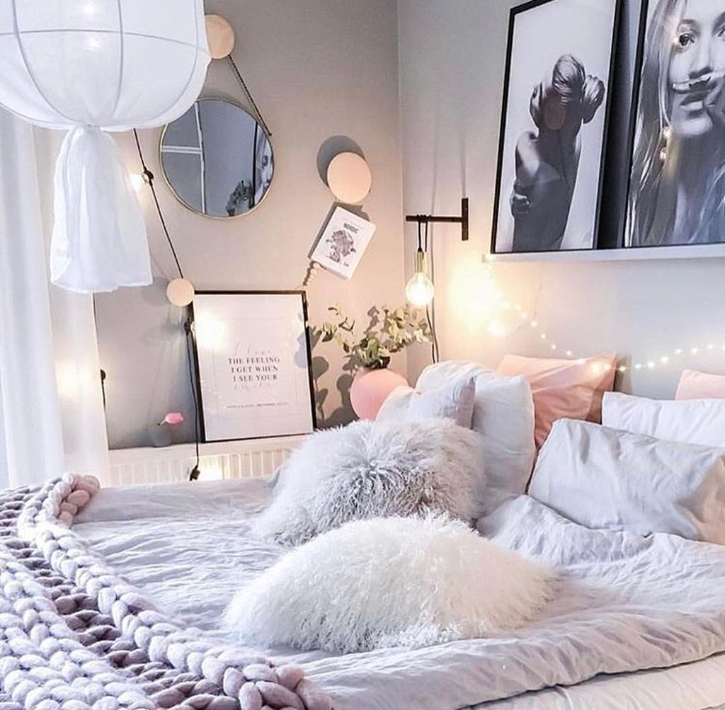 Simple But Cute Feminine Bedroom Decoration Ideas 05