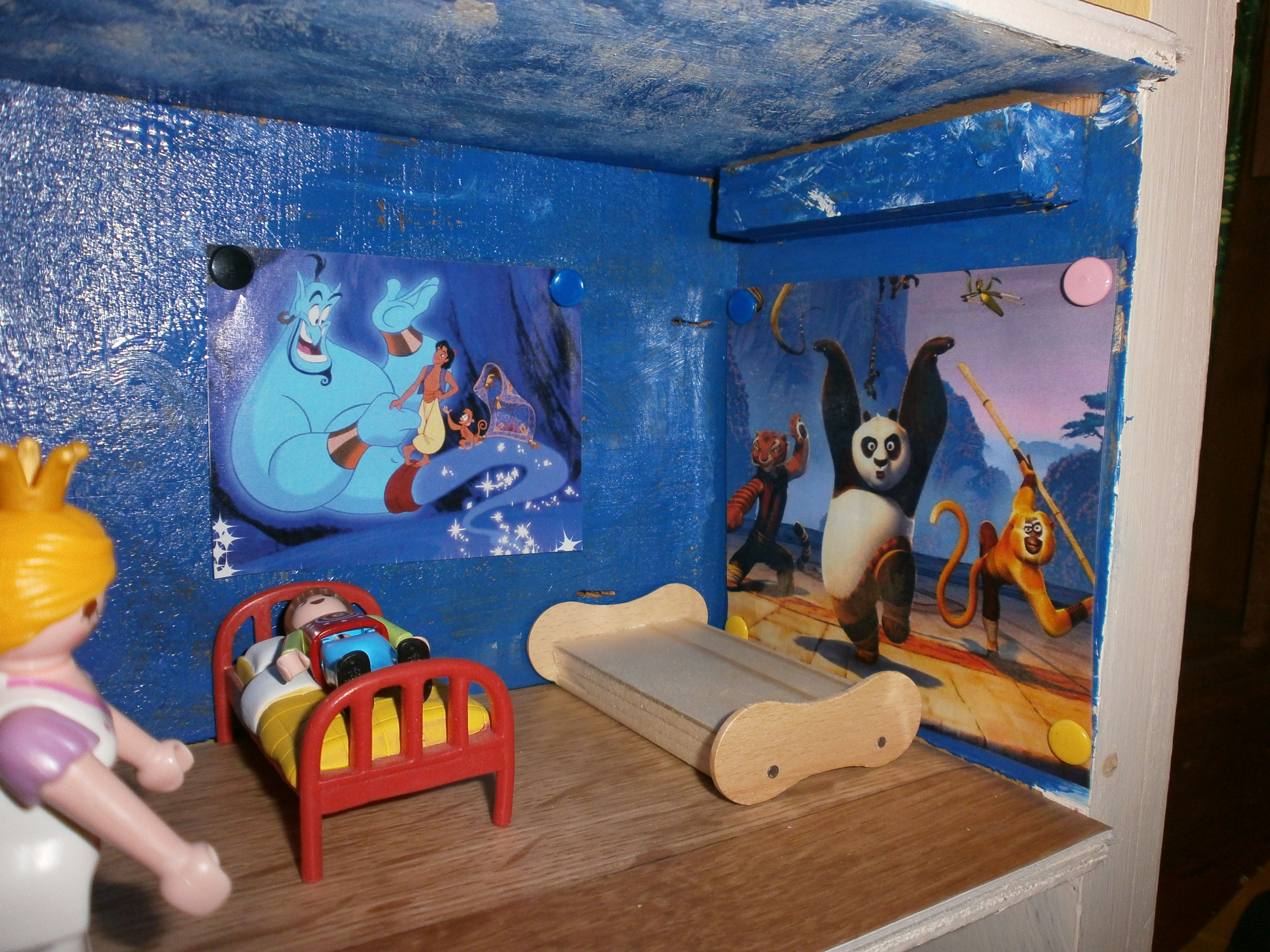 chambres des enfants dans ch teau playmobil lit r alis avec baton de glace cr ation perso. Black Bedroom Furniture Sets. Home Design Ideas
