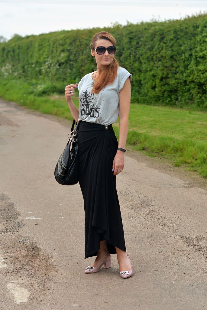 Black maxi skirt, graphic t-shirt, pointed block heels | Great ...