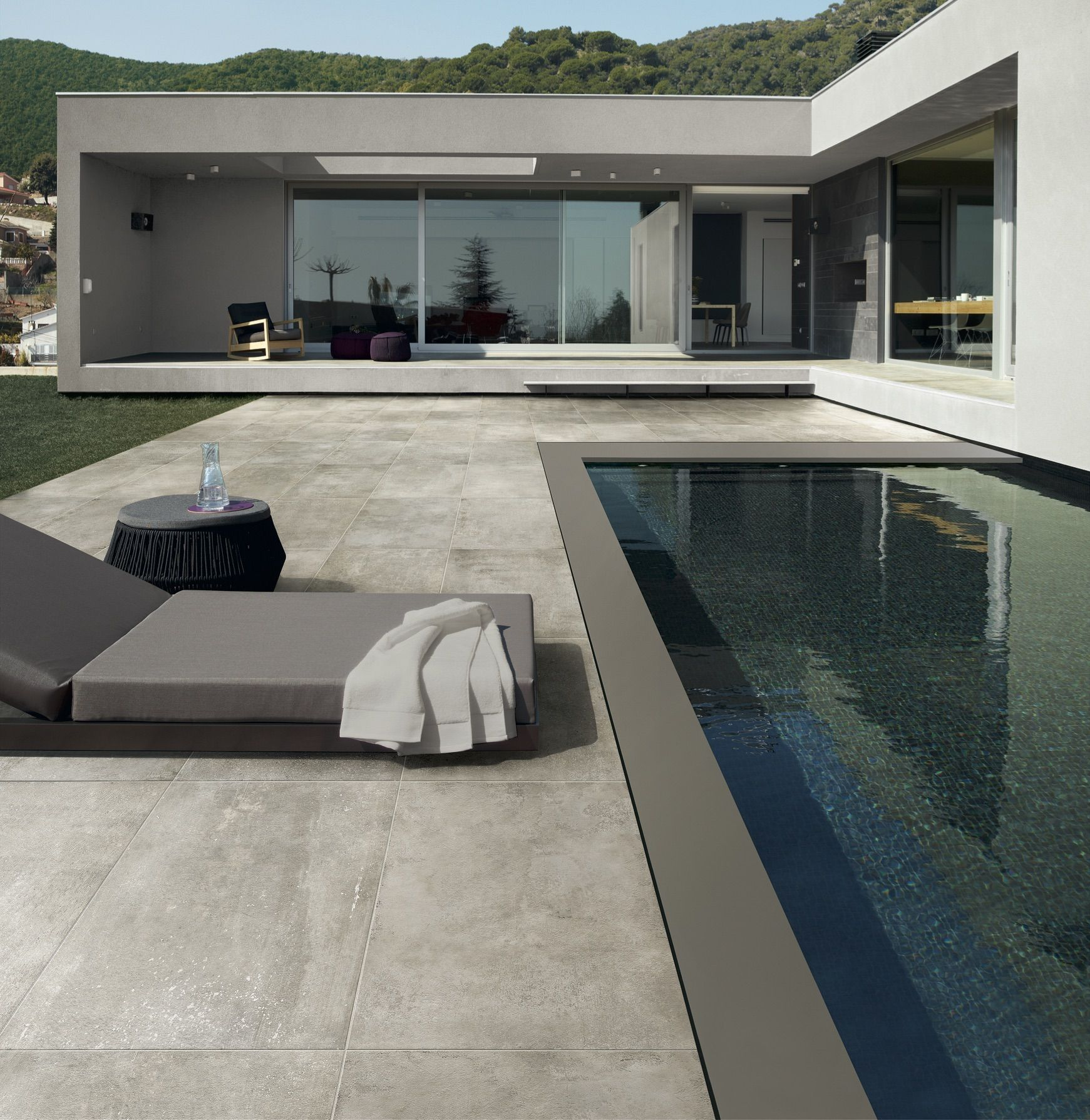 Envie d 39 habiller la plage de votre piscine voici un for Carrelage exterieur grande dimension