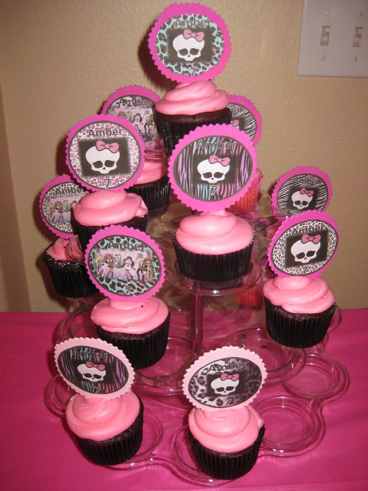 monster high party ideas | Monster High Birthday Cake and Cupcakes