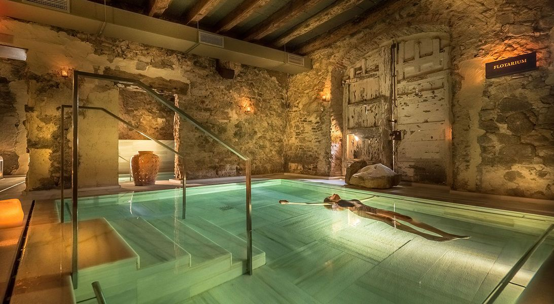 Una r pida escapada de ba o termal a 30 kil metros de barcelona en un spa premium situado en los - Spa aguas de barcelona ...