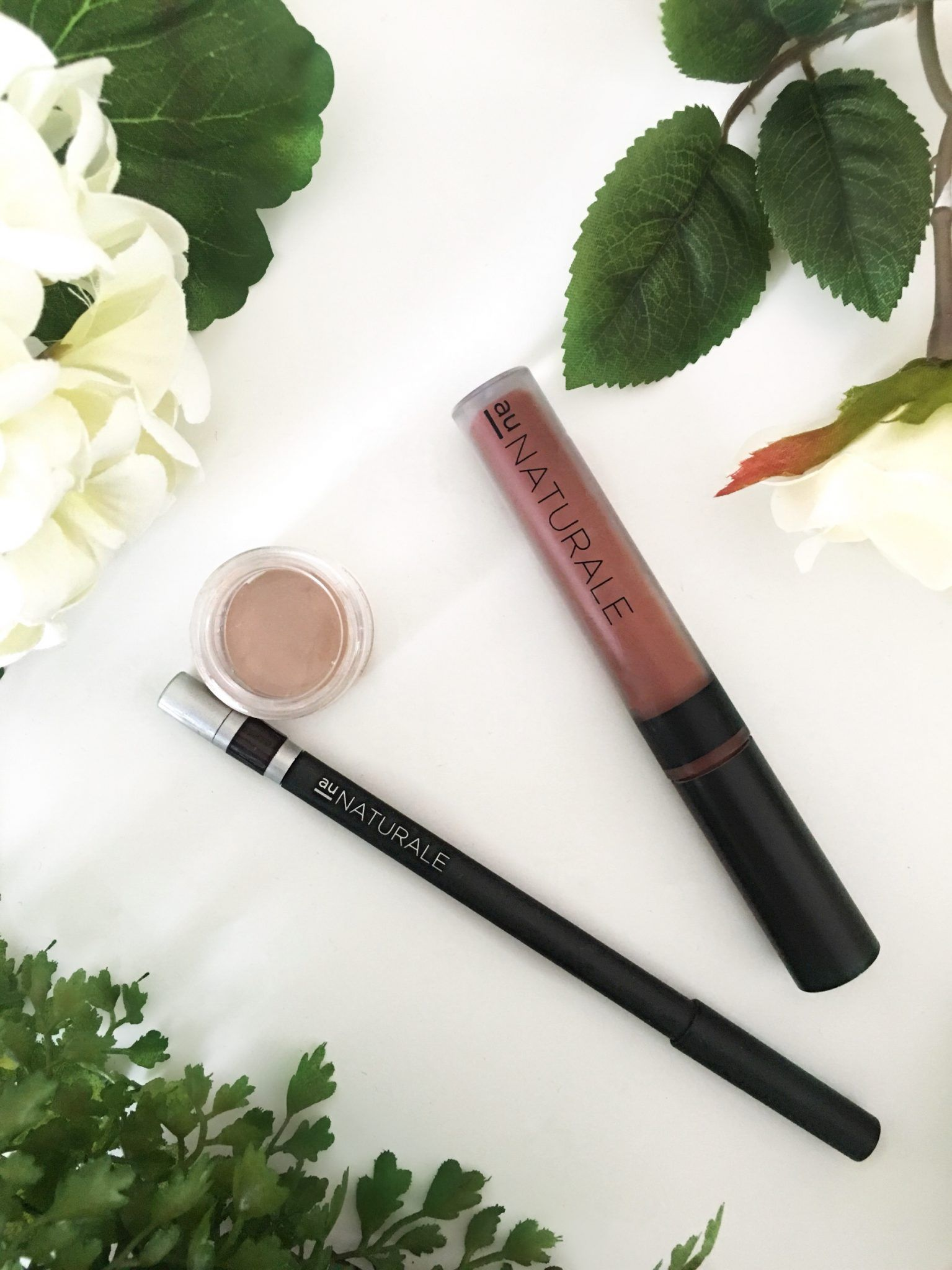Au Naturale Su/Stain Matte Lip Stain in Mousse, Concealer