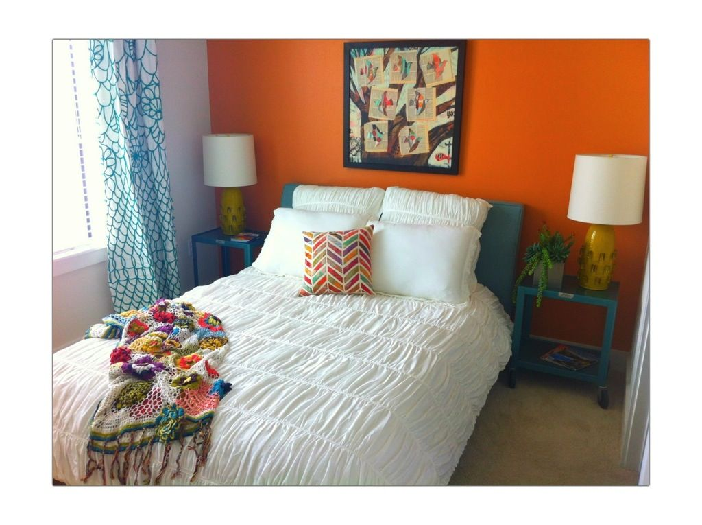 white bedding in orange/teal room...love it! | Home Ideas in 2019 ...