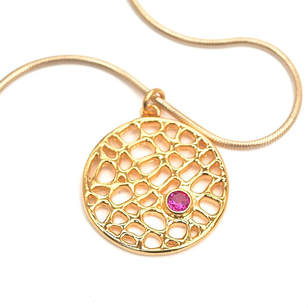 Visibly interesting ct gold plate over bronze disc pendant set