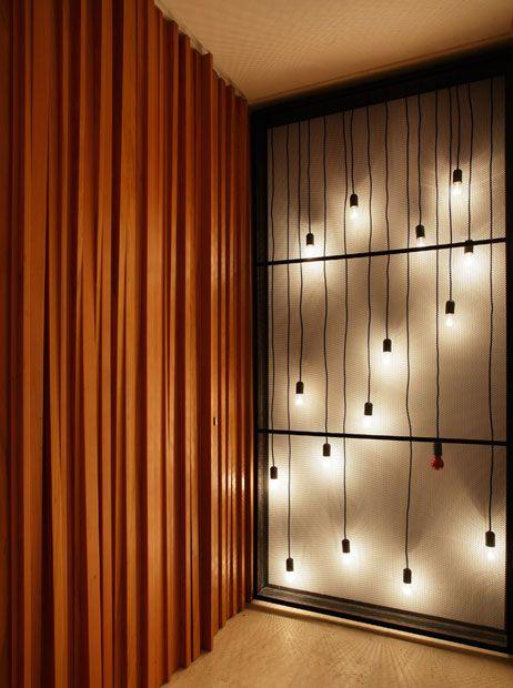 Apartamento AV / MPGAA - Miguel Pinto Guimarães Arquitetos #hall #wall #lighting                                                                                                                                                     Mais