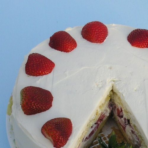 berry surprise cake...can't wait for summer!