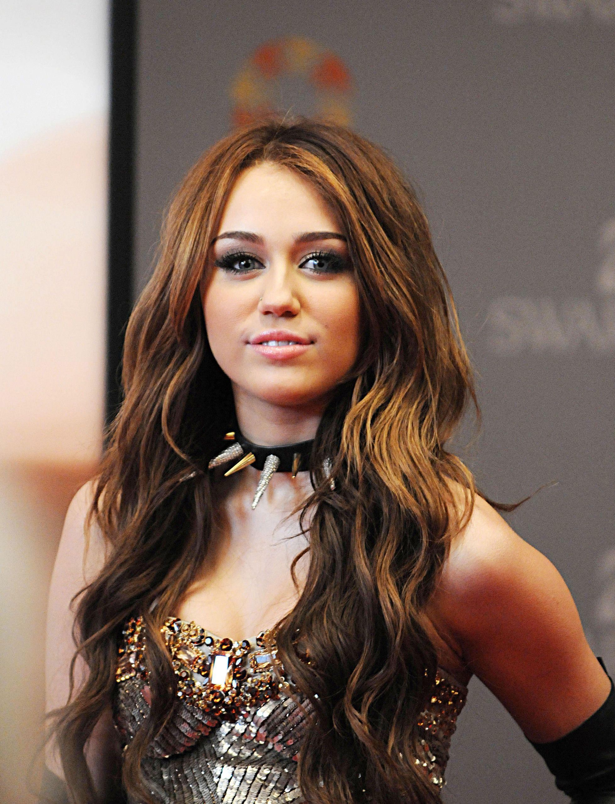 Miley Cyrus Photo Miley Cyrus Miley Cyrus Hair Miley Cyrus Brown Hair Hair Styles