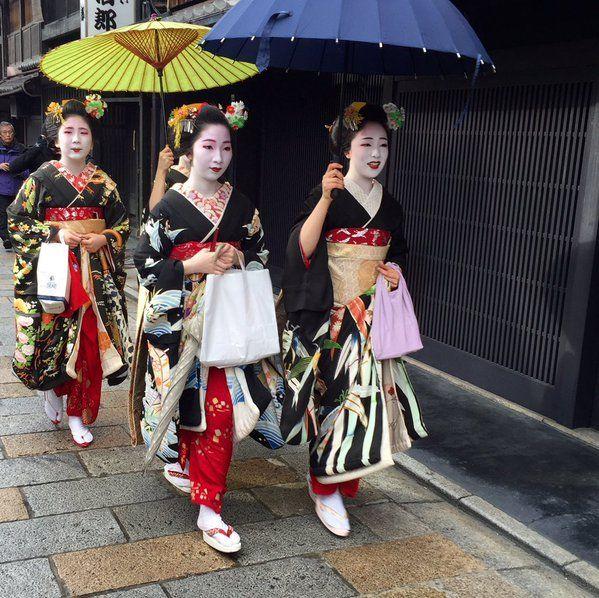oiran-geisha:  Shigyoshiki 2016 with… The maiko Mamefuji, the maiko Mamekiku and the maiko Mameharu of Tama okiya! (Source)