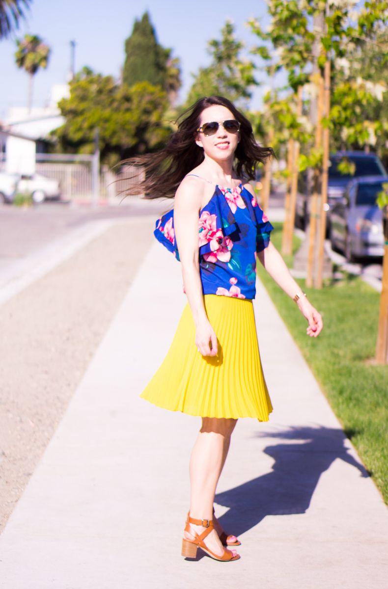 e1be4c679f LOFT petite pleated yellow skirt petite 00 | Banana Republic floral cold  shoulder ruffle top blue white | Petite fashion | Petite Style | M. Gemi  Attorno ...