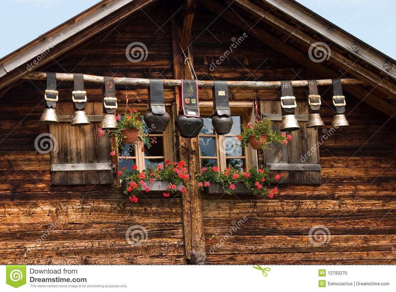 Cloches Decoratives De Vache Photo Libre De Droits Image 12793275 Chalet Suisse Vacances Montagne Maison En Pierre