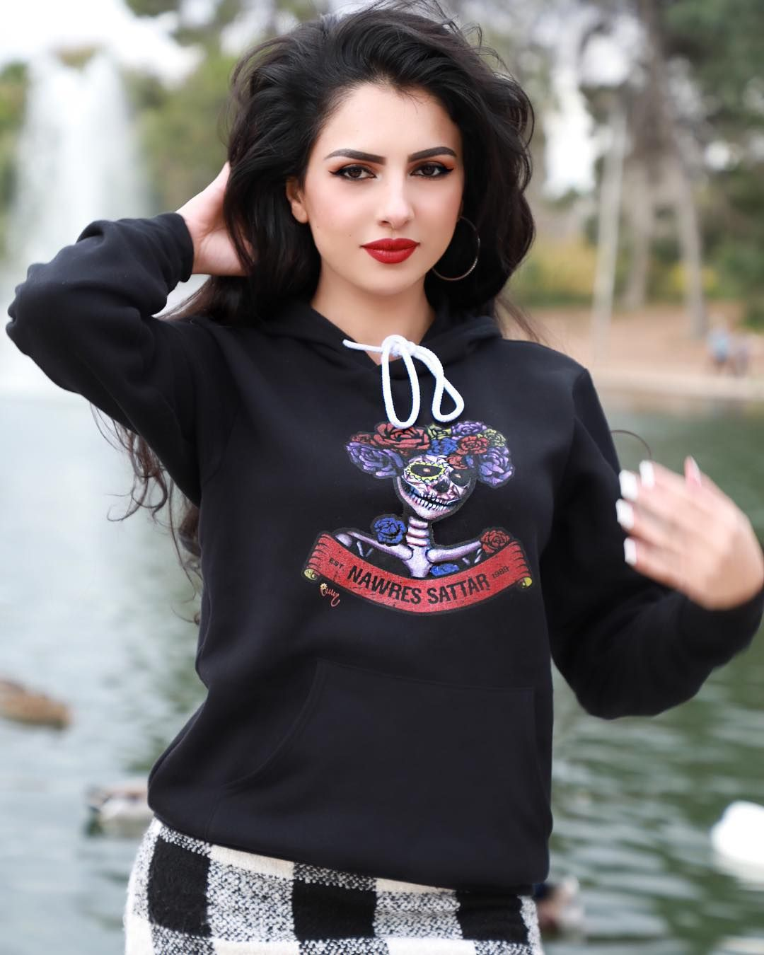 Nawras Sattar نورس ستار On Instagram My Own Art On My Own Hoodie اني رسمت هذا الهودي Nawrassattarmerch شكرا على تع Beauty Girl Girl Fashion