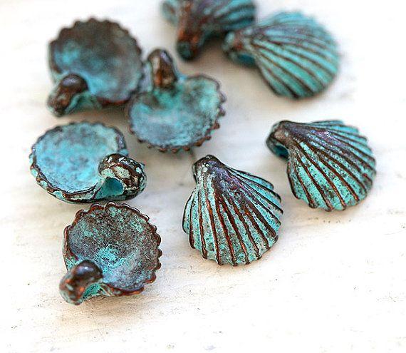 Kupfer Grüne Patina small shell charms seashells green patina on copper