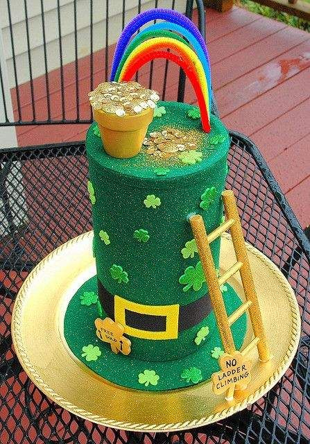 14 St. Patrick's day centerpiece Ideas which are perfect parley of fun & luck - Hike n Dip #crazyhatdayideas