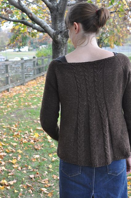 Lovely detail on the back (and front) of this lovely sweater....Ravelry: Tivoli pattern by Cecily Glowik MacDonald