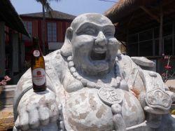 Auch ein Buddha weiß was gut schmeckt - Sternburg in Indonesien. #sterni #sternburg #sterniaufreisen