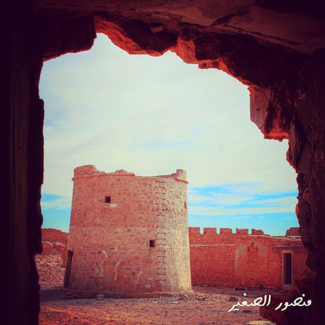 قلعة جولايا أبو نجيم ليبيا دعك من الذكريات المكتوبة على القلعة التاريخية فهي ليست سوى نقوش أثرية كتبها الم Monument Valley Natural Landmarks Libya