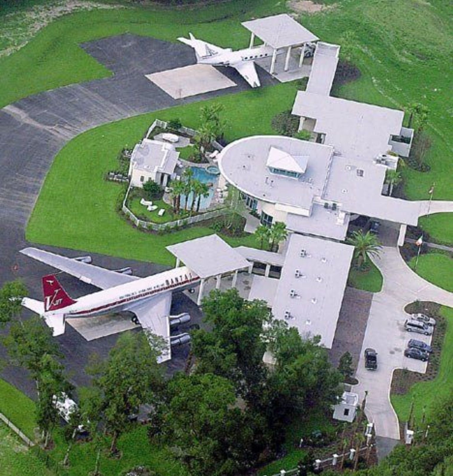 John travolta 39 s house in florida architechture for Celebrity houses in florida