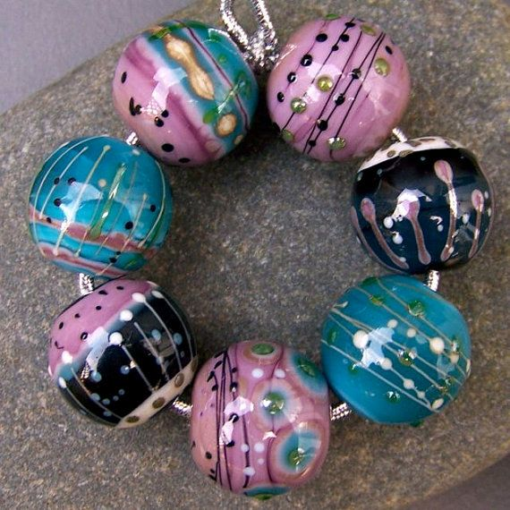 Hoi! Ik heb een geweldige listing gevonden op Etsy https://www.etsy.com/nl/listing/119106254/mrumru-handmade-lampwork-glass-bead-set