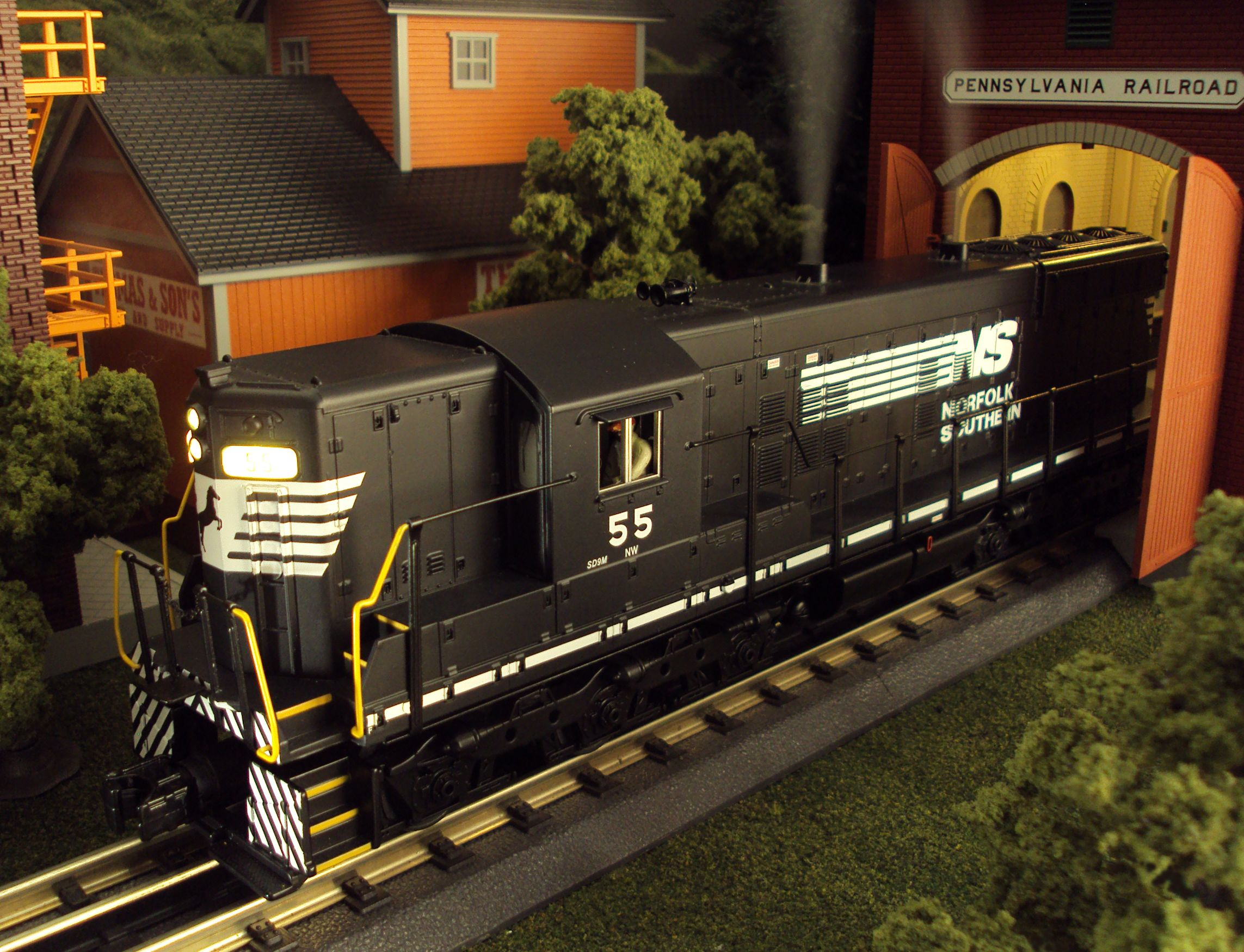 MTH RailKing Scale Norfolk Southern SD9 Diesel Engine 30-20197-1 February 2015