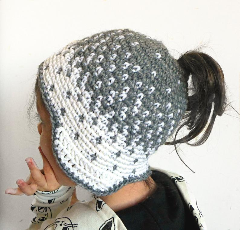CUSTOM Kids messy Bun Hat Beanie. Crochet Girl Ponytail Toque. Knit Wool Runner Headdress with Earflaps. White grey Kidswear skiing Gifts